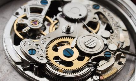 Abu Dhabi sets the stage for a harmony of science and sublime watchmaking art.